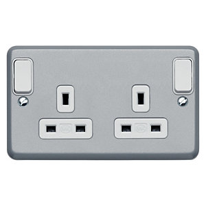 MK Metalclad 13A 2G DP Switched Socket Outboard Rockers