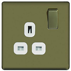 Wickes 13A Switched Socket 1 Gang Pearl Nickel Screwless Flat Plate