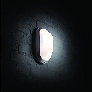 Wickes 60W Oval Bulkhead Black