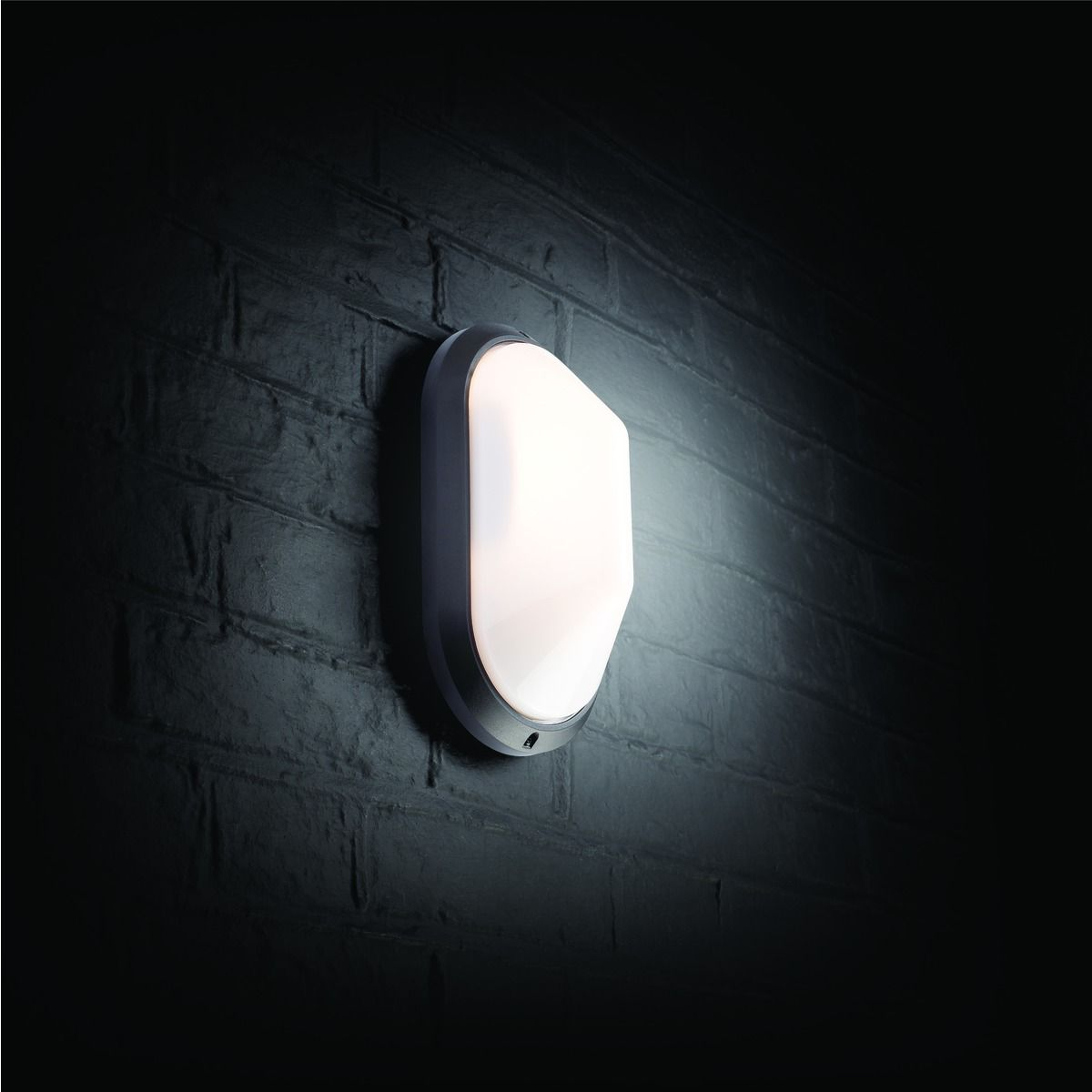 Outside Wall Lights Wickes : Wickes 60W Oval Bulkhead Black Wickes.co.uk