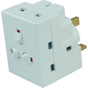 Wickes 13AMP 250V 3 Way Switched Adaptor