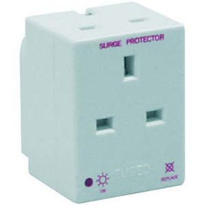 Wickes 3 Way Switched Surge Protected Adaptor