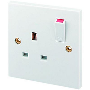 Wickes 13A Switched Socket 1 Gang White