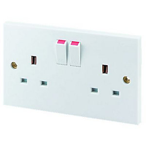 Wickes 13A Switched Socket 2 Gang White