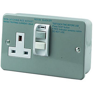 Wickes Metal Clad RCD Switched Socket 1 Gang