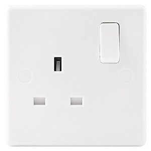 Wickes 13A Switched Socket 1 Gang White Slimline