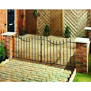 Wickes Windsor Driveway Black Metal Gate 925x2438mm