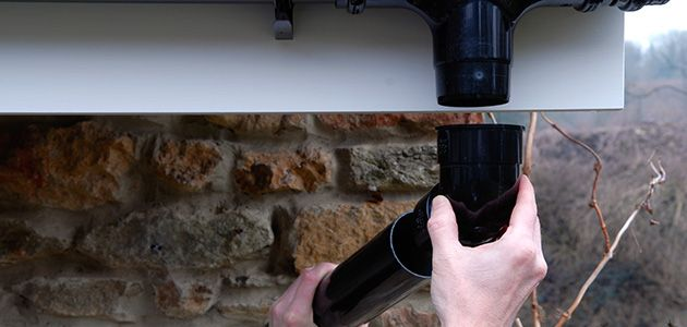 How to guide showing how to fit or repair guttering