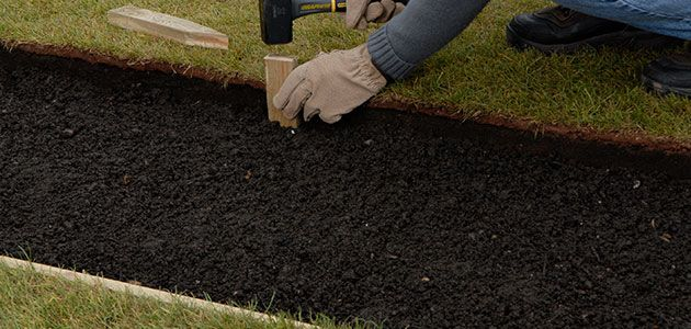 How to lay a garden path - How to lay pebbles in garden ...