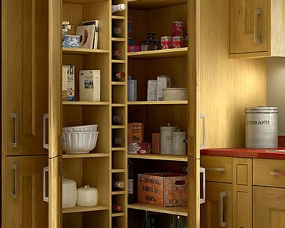 Tiverton oak kitchen for Oak kitchen larder units