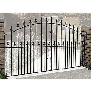 Burbage SA13 Saxon spear top arched metal driveway gate fits 2438mm (8ft) gap x 950mm rising to 1255mm high black colour