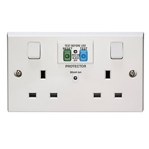 Volex White Moulded 13A 2 Gang Switched Socket Outlet with 30mA RCD Protection