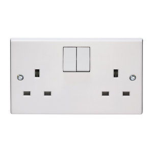 Volex White Moulded 13A 2 Gang Single Pole Switched Socket Outlet