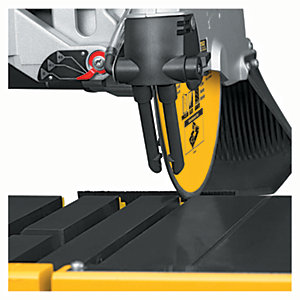 DeWalt 230V Wet Tile Saw & Legstand D24000-GB