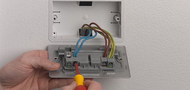 how to change a socket wickes co uk rh wickes co uk wiring electrical light socket electrical wiring socket connections