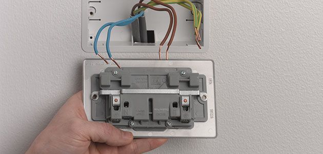 how to change a socket wickes co uk rh wickes co uk installing double plug socket install double plug socket