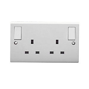 Volex White Moulded 13A 2 Gang Double Pole Switched Socket Outlet with Outboard Rockers